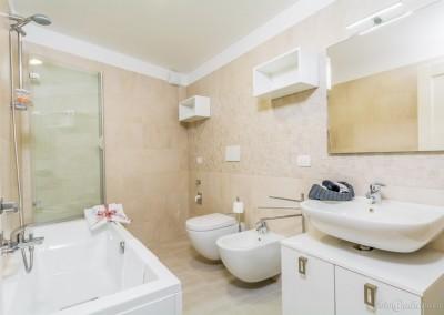 Bagno dotato di ogni comfort e di tutta la biancheria necessaria per il soggiorno, più o meno lungo.